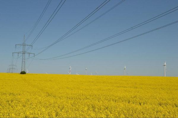 High Voltage Line by Thomas Kohler https://www.flickr.com/photos/mecklenburg/5787970432/